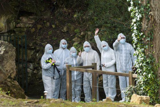 Los 5 afortunados seleccionados aleatoriamente para entrar en la Cueva de Altamira.