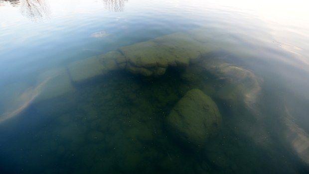 Detalle de los restos de la basílica descubierta bajo el Lago Iznik (Turquia)