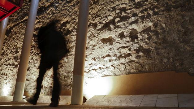 Restos de muralla cristiana en la Cava Baja de Madrid. (EFE)