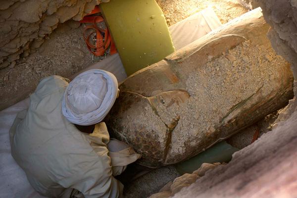 El cuerpo de Neb ha sido hallado en una cámara sepulcral excavada en la roca a cuatro metros de profundidad.