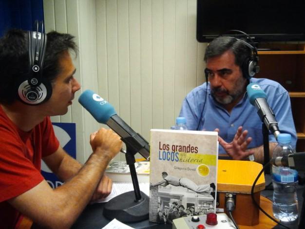 Gregorio Doval, escritor, editor español y fundador de la editorial Hispabooks, junto a David Benito, en el programa Ágora Historia de Gestiona Radio.