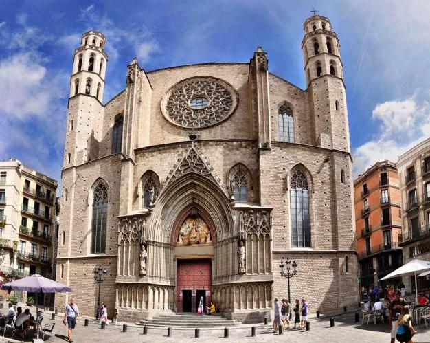 Fachada de la Basílica de Santa María del Mar, Barcelona.
