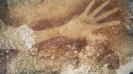 Detalle de una de las manos prehistóricas. NATURE