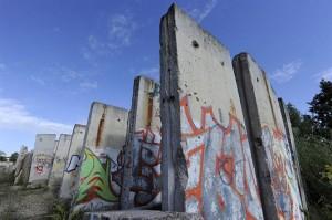 Restos del muro de Berlin en un descampado en Teltow (Alemania)