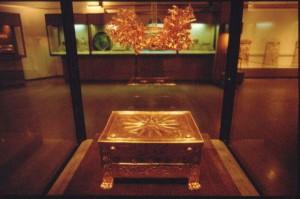 Larnax y corona de oro de Filipo II de Macedonia. Museo de Vergina