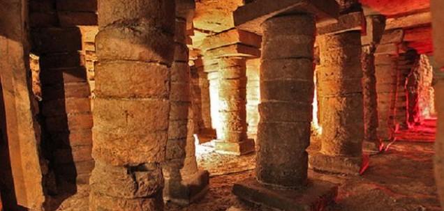 Interior de las termas romanas de Campo Valdés./Salas
