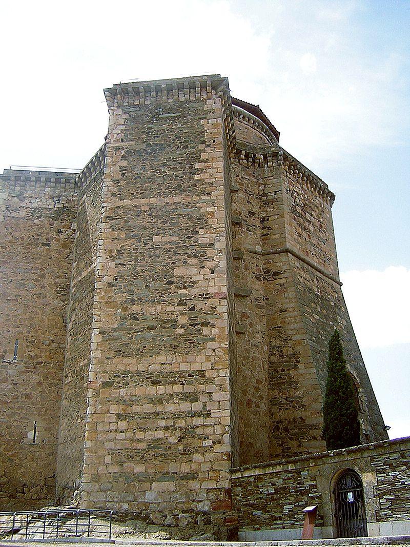 Torre del Homenaje del Castillo de los duques de Alba en Alba de Tormes. Wikipedia