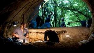 Trabajos de sondeo en la Cova de Eirós - FOTOS USC