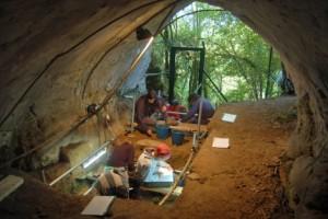 Trabajos en la Cova de Eirós